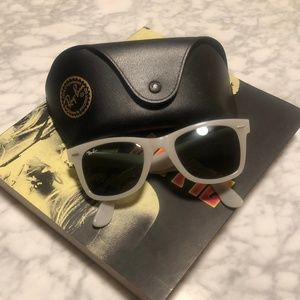Ray-Ban Wayfarer Sunglasses - light gray